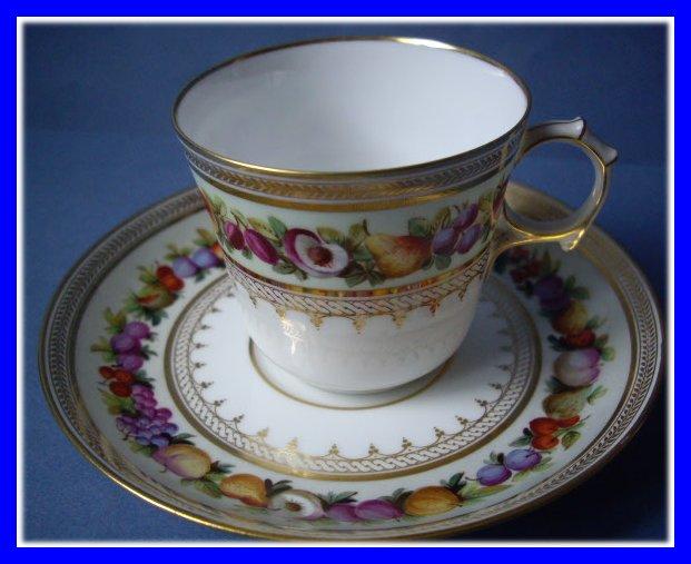 tasse porcelaine de sevres decor fruits napoleon iii 1850. Black Bedroom Furniture Sets. Home Design Ideas