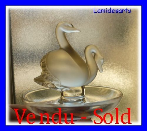 LALIQUE Art Deco Ring Stand with 2 Swans