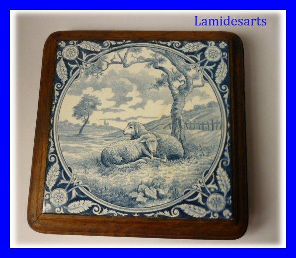 dessous de plat faience 2 moutons bleus 1900. Black Bedroom Furniture Sets. Home Design Ideas