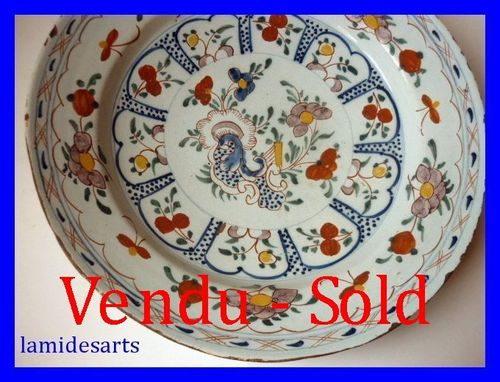 DELFT GRAND PLAT EN FAIENCE XVIII SIECLE