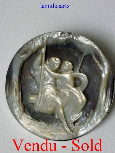 ANTIQUE CARVED MOTHER OF PEARL BROOCH YOUNG COUPLE 1850 - 1880