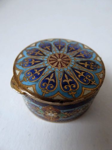 PETITE BOITE EMAUX CLOISONNES CHAMLEVES 1880 - 1920