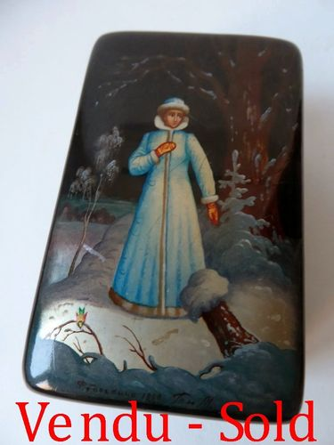 FEDOSKINO RUSSIAN LACQUER BOX HAND PAINTED SIGNED 1990
