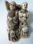 JAPANESE IVORY NETSUKE Meiji 1868-1912 Mother and Child
