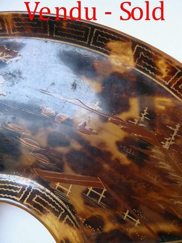 LACQUERED AND GILT TORTOISE SHELL JAPANESE TRAY Meiji period 1868-1912
