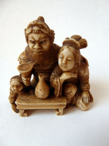 SUPERB JAPANESE IVORY NETSUKE  FAMILY Meiji period 1868-1912