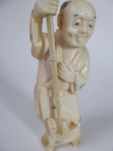 JAPANESE IVORY OKIMONO Meiji period 1868-1912  the fisherman signed