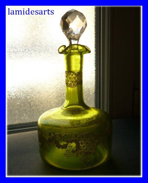 carafe a liqueur en cristal de saint louis gravee et doree louis xv 1880. Black Bedroom Furniture Sets. Home Design Ideas