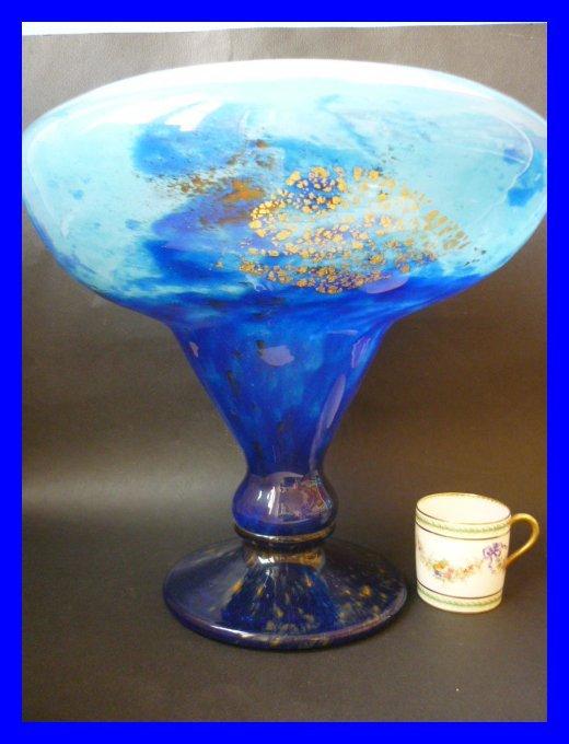 daum nancy grande coupe vase bleu inclusions d 39 or 1920. Black Bedroom Furniture Sets. Home Design Ideas