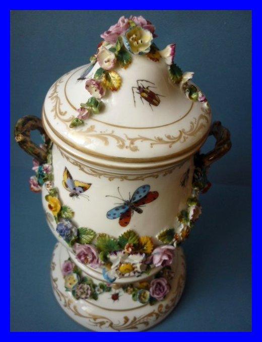 vase aus paris fontainebleau porzellan jacob petit 1862. Black Bedroom Furniture Sets. Home Design Ideas