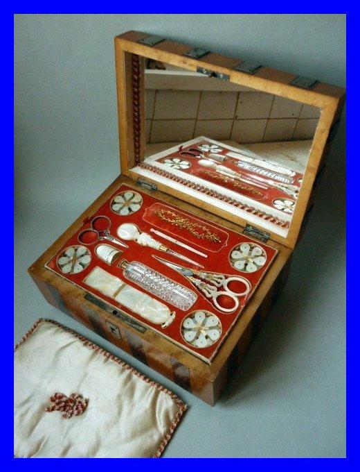 Coffret boite a couture nacre et laiton souvenir palais for Coffret couture avec accessoires