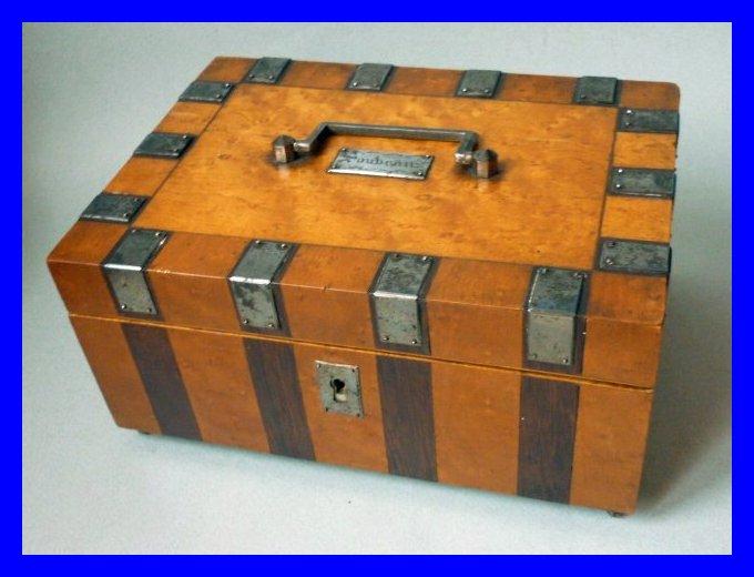 Coffret boite a couture nacre et laiton souvenir palais for Boite couture bois ancienne