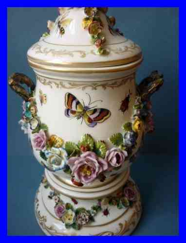 VASE PORCELAINE DE PARIS FONTAINEBLEAU JACOB PETIT 1862 decor Meissen