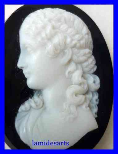 Brooch Carved Hardstone Agate Cameo 1880 Gold mount