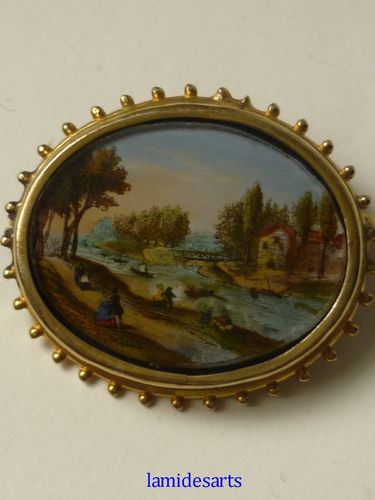 ANTIQUE BROOCH PRINTED AND PAINTED UNDER THE GLASS