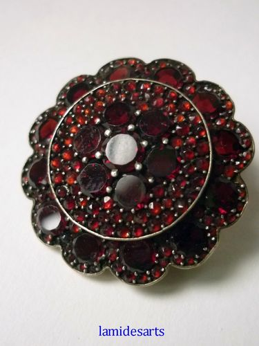 BROOCH WITH GARNETS 1880 - 1920