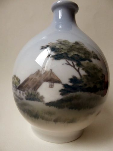 ROYAL COPENHAGEN 2894-1813 PORCELAIN VASE OLD HOUSE IN A LANDSCAPE