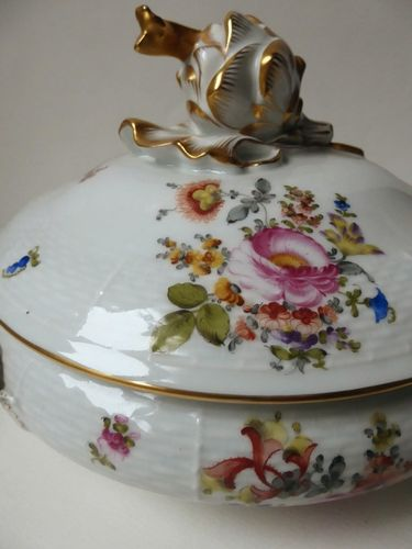 SUPERB HAND PAINTED HEREND HUNGARY PORCELAIN COVERED VEGETABLE DISH