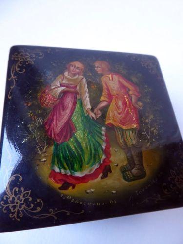 FEDOSKINO RUSSIAN LACQUER BOX HAND PAINTED SIGNED 1995