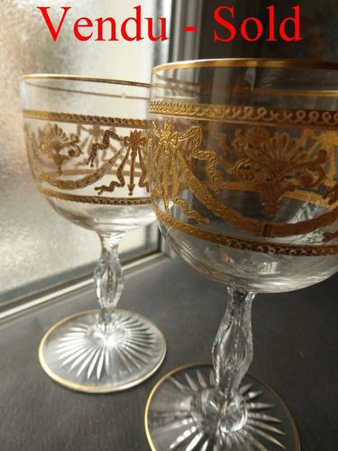 PAIR OF SAINT LOUIS LAFAYETTE CRYSTAL WINE GLASSES