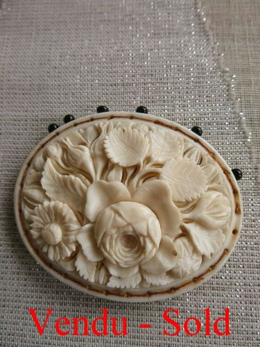 DIEPPE IVORY PIN CUSHION 1820 - 1830