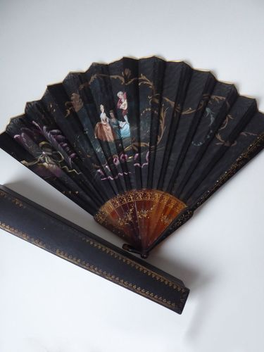 Antique tortoise shell French fan with a gouache 1880 - 1910 + ORIGINAL BOX